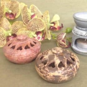 Artisan-Aromatics-Soapstone-Diffuser-with-Lid-Square